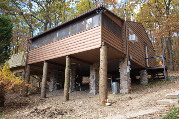This real tree house cabin is surrounded by nature and has a huge 7 person hot tub. The lake is just a short distance away for fishing, boating, and swimming.