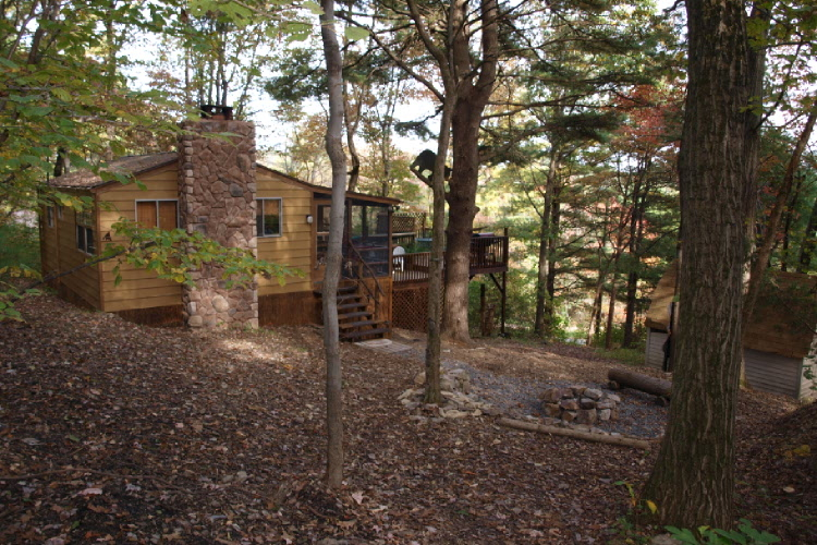 This cozy 1 bedroom cabin offers you a high quality getaway vacation for a low price! Enjoy a real fireplace with a private 5-person hot tub or enjoy free rides on the nearby lake